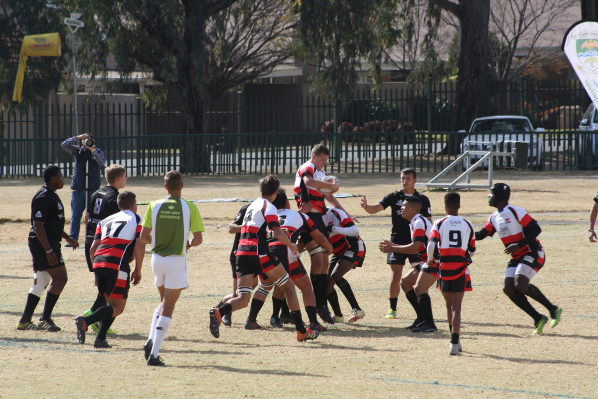 Wessel handling the ball in a lineout