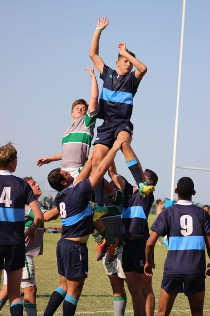 Wessel jumping for the ball in the lineout